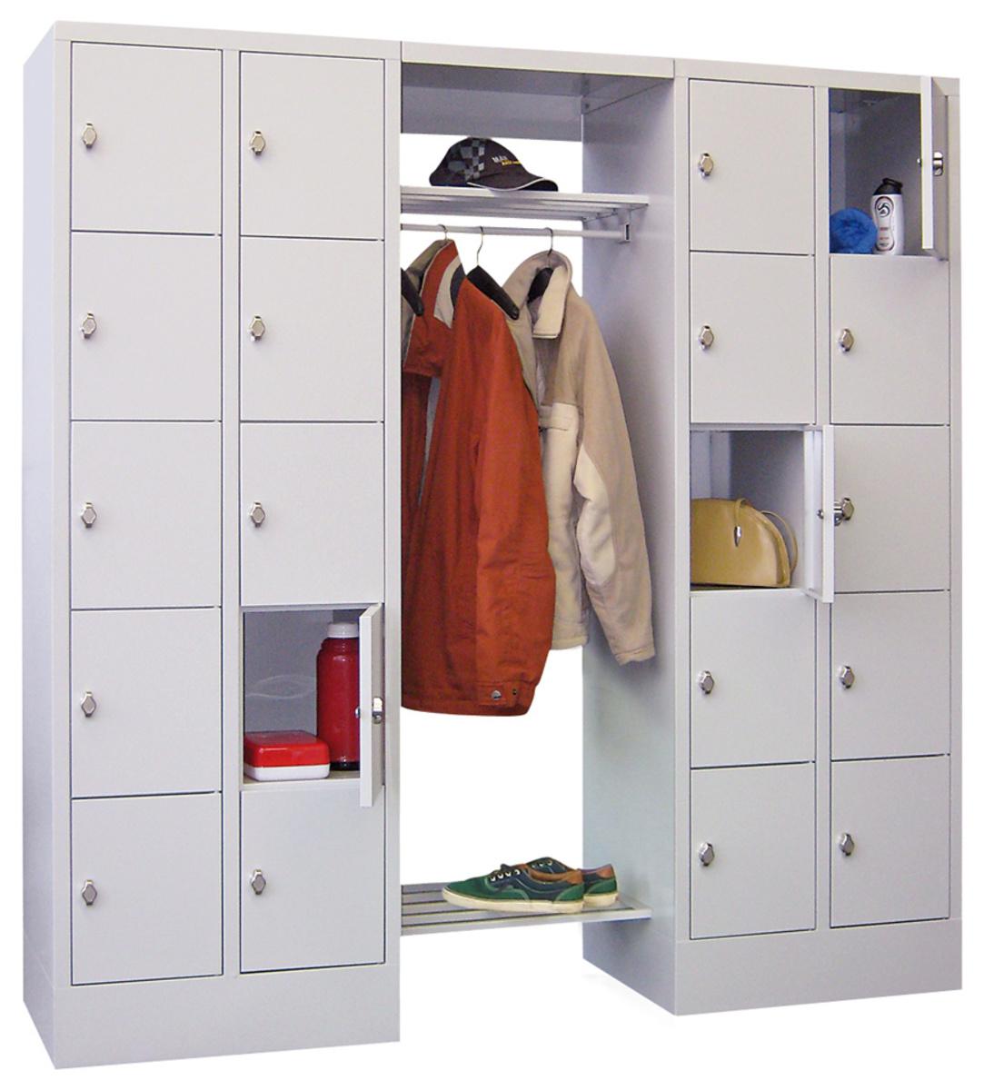 offene garderobe mit 20 schlie fachschr nken. Black Bedroom Furniture Sets. Home Design Ideas