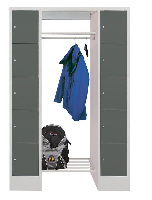 offene garderobe mit 10 schlie fachschr nken. Black Bedroom Furniture Sets. Home Design Ideas